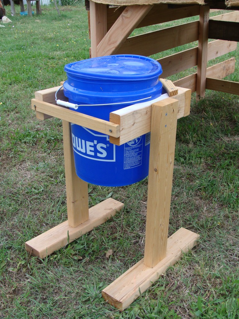 Easy to move free range water feeder